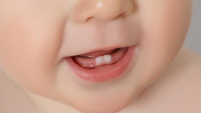 इन सुरक्षित तरीकों से करें अपने शिशुओं के मुंह की सफ़ाई