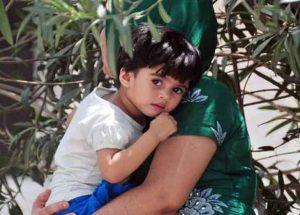 गर्मियों में बच्चे को कैसे रखें सुरक्षित